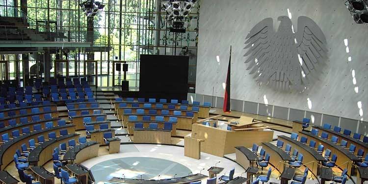 Accadevaoggi la sede del parlamento tedesco ritorna a for Sede parlamento italiano
