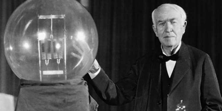 prima lampadina : ... 1879: Edison testa la prima lampadina funzionante in modo efficace