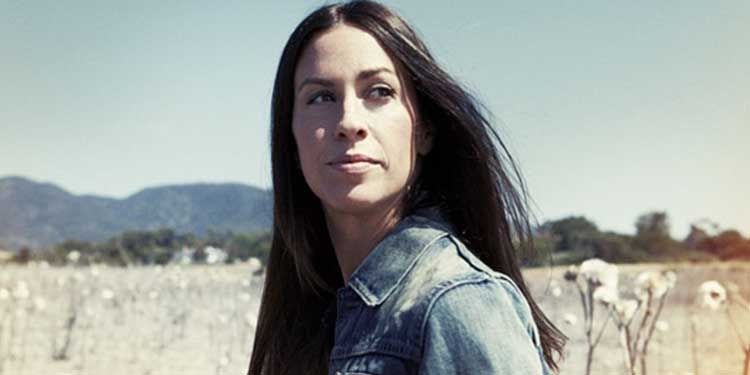 Nasce Alanis Morissette, famosa cantante canadese