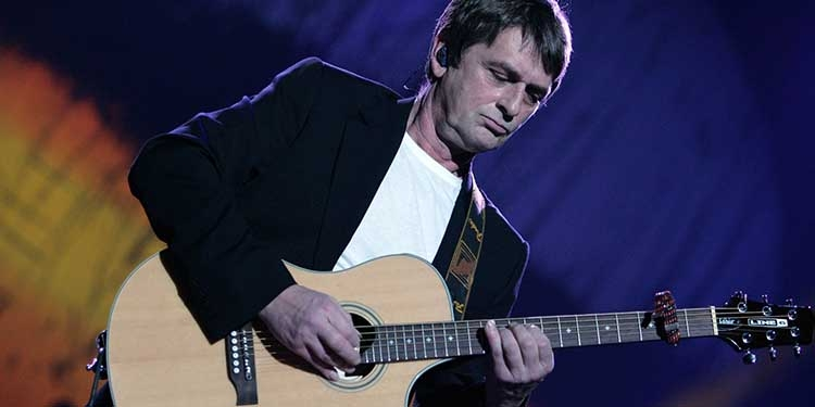 Mike Oldfield pubblica Tubular Bells
