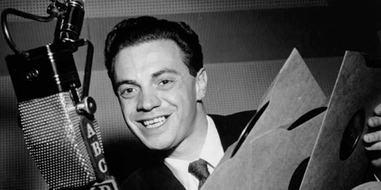 Alan Freed presenta il primo concerto di rock in Ohio