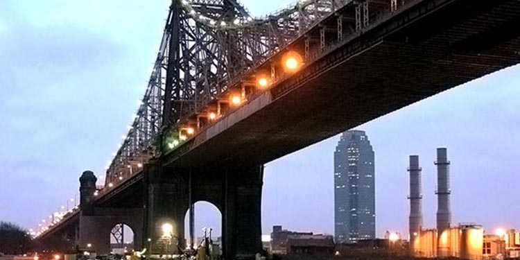 Apre il ponte Queensboro Bridge